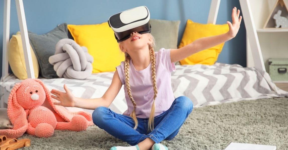 Distance learning re-imagined through Virtual Reality