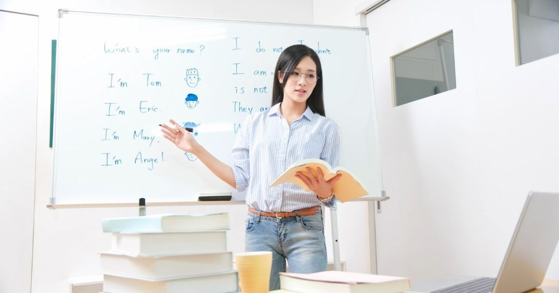 Digital storytelling for online distance learning